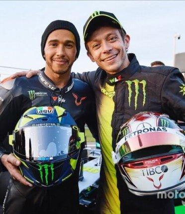 Veja a volta de Hamilton na Yamaha MotoGP de Valentino Rossi
